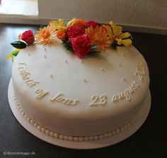 Fondant cake decorating ideas: 4 tier wedding cake decorated with roses, alstroemerias and gerbera daisies. Fun wedding cake topper with elephant and rhino. Fun Wedding Cake Toppers, 4 Tier Wedding Cake, Wedding Cake Decorations, Wedding Cakes, Cake Borders, Vegetarian Eggs, Gluten Free Cakes, Sister Wedding, Sugar Flowers
