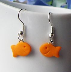 These little goldfish earrings are super cute! Just don't eat them ♥ handmade with polymer clay ♥ Silver-plated earrings with stopper Y. Weird Jewelry, Funky Jewelry, Cute Jewelry, Jewlery, Cute Polymer Clay, Polymer Clay Charms, Polymer Clay Earrings, Funky Earrings, Diy Earrings