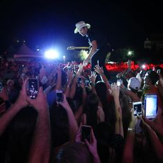 Brad Paisley at Baylor University for his Country Nation tour // #SicEm!!