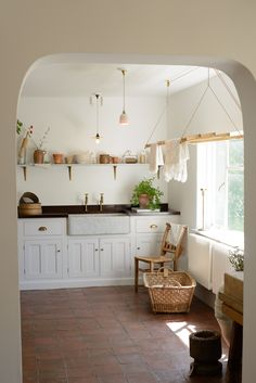 What a lovely summery shot of our Classic Millhouse Scullery. It's lovely to see our displays changing with the seasons, with warmer weather brings more light, a little bit of greenery and flowers, linens left to dry in the fresh warm air. Interior Design Kitchen, Kitchen Decor, Interior Decorating, Kitchen Kit, Diy Decorating, Kitchen Ideas, Küchen Design, House Design, Country Look