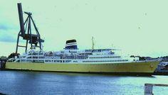 The Empress of Australia at Devonport, Tasmania before returning across Bass Strait to Melbourne. Ship Tracker, Vera Cruz, Merchant Marine, Steamboats, The Empress, Tasmania, Great Places, Sailing, Cruise