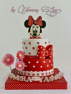 Minnie Mouse in red & white themed chocolate cake. Minnie's head topper, bow… Minni Mouse Cake, Bolo Do Mickey Mouse, Mickey And Minnie Cake, Minnie Mouse Birthday Cakes, Mickey Cakes, Birthday Cake Girls, Baby Cakes, Girl Cakes, Cupcake Cakes