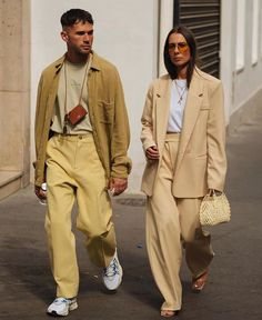 or Style Spotlight: Photographers DM for credit. High Street Fashion, Fashion Week Paris, Street Style, Mens Fashion Week, Outfits Casual, Couple Outfits, Mode Outfits, Sweater Outfits, Fashion Couple