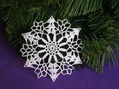 Vánoční ozdoba, vločka č.16 dekorace sníh zima vánoce háčkovaná vánoční háčkování ozdoba háčkované led stromeček hvězdička sněhová vločka sněhová vločka svátky na pověšení vánoční ozdoby vánoční dekorace sněhové vločky háčkované ozdoby háčkované vločky váza s chvojím ozdba na stromeček