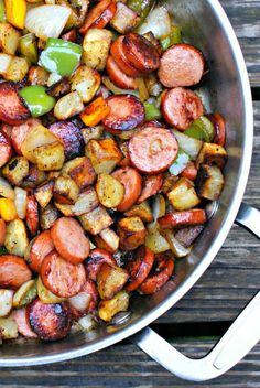 Keilbasa, Pepper, Onion and Potato Hash is an easy to make, healthy and delicious meal that comes together in just 15 minutes, featuring tons of fresh veggies and lean turkey kielbasa.