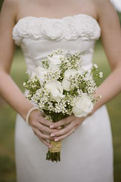 Wedding flowers can be pretty expensive. Here are some tricks to find Cheap Wedding Flowers for a Budget Wedding. How to Get Cheaper Flowers For Your Wedding Small Wedding Bouquets, Cheap Wedding Flowers, Wedding Flower Decorations, Bride Bouquets, Flower Bouquet Wedding, Purple Wedding, Wedding Colors, Bridesmaid Bouquets, Trendy Wedding