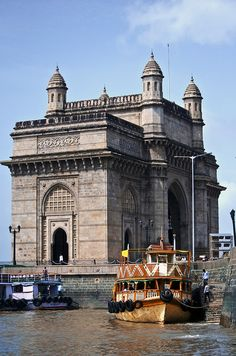 Gateway of India . Mumbai