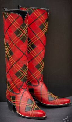 🌟Tante S!fr@ loves this📌🌟Tartan cowboy boots; I need these for Nashville. Custom Cowboy Boots, Custom Boots, Cowgirl Boots, Riding Boots, Red Shoes, Me Too Shoes, Tweed, Scottish Fashion, Scottish Dress