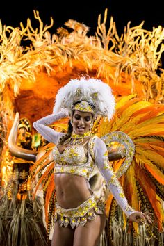 <span>A member of Vila Isabel Samba School performs with her group. </span>