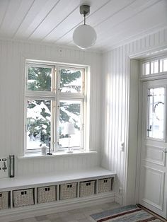 Wish I had a bright entryway like this Swedish Cottage, Swedish House, Hallway Inspiration, Entry Hallway, Cabin Interiors, Home Bedroom, Mudroom, Living Spaces, Sweet Home