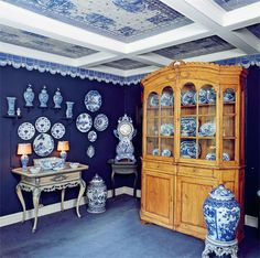 Photos from Bjørn Wiinblads home 1920s Kitchen, Vintage Kitchen, Victorian Era, China Cabinet, Relax, Blue And White, Museum, Wwi, Danish