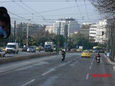 Atenas é também uma cidade balcânica, um mosaico de texturas e de gentes - Grecia