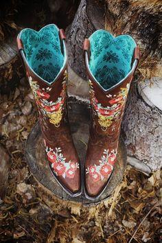 Cowboy boot wedding decor for rustic wedding theme