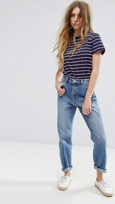 $115 Rolla's Dusters Mom Jeans High Rise Light Wash With Cute Striped Summer Tee