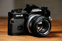 Olympus Camera - Photography Tips You Need To Know About Camera Frame, Film Camera, Reflex Camera, Camera Gear, Antique Cameras, Vintage Cameras, Olympus Digital Camera, Digital Slr, Backpacks