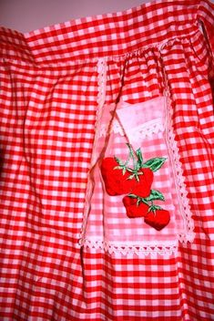 red & white gingham apron with strawberry pocket detail Retro Apron, Aprons Vintage, Red Gingham, Gingham Check, Tartan, Embroidery Designs, Red Cottage, Cute Aprons, Sewing Aprons