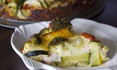 """Bij een quiche denk je al snel aan een hartige taart met een bodem van deeg (en dus bomvol vet). Maar ook zonder deeg kun je een hele lekkere quiche maken! Geen gedoe meer met deeg ontdooien, op maat snijden en in de vorm 'duwen'. Je hebt helemaal geen deeg... <a href=""""http://cottonandcream.nl/groentenquiche-zonder-deeg/"""">Read More →</a>"""