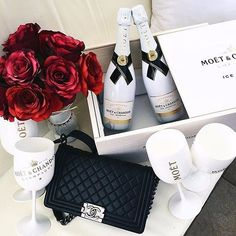 Red roses and Moet & Chandon Visit www.pt - Luxury Living For You Moet Chandon, Luxury Lifestyle Fashion, Rich Lifestyle, Luxury Fashion, Fashion Glamour, Women Lifestyle, Lifestyle News, Hipster Vintage, Style Hipster