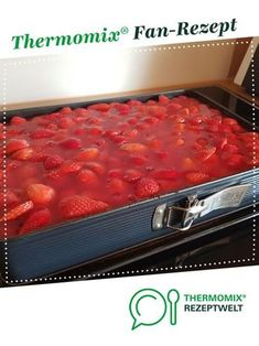 Ein Thermomix ® Rezept aus … Strawberry cake with sour cream for a sheet by avelh. A Thermomix ® recipe from the category baking sweet www.de, the Thermomix ® community. Sour Cream Cake, Zucchini Cake, Strawberry Recipes, Healthy Dessert Recipes, Cake Recipes, Savoury Cake, Clean Eating Snacks, Macaroni And Cheese, Cooking