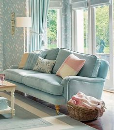 personal home decor Cottage Living Rooms, Living Room Sofa, Interior Design Living Room, Home And Living, Living Room Designs, Living Room Furniture, Living Room Decor, Cottage Shabby Chic, Shabby Chic Living Room