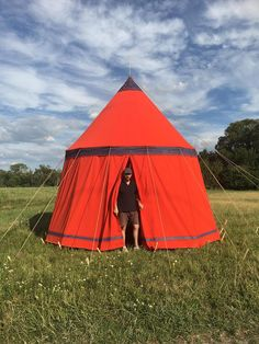 red byzantine tent made by Vinedi archery shop