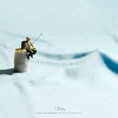 Little People Project Miniature Calendar, Miniature Photography, Tiny World, Mini Things, Funny Life, People Art, Life Humor, Mini Books, Little People
