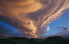 帯状レンズ雲、ニュージーランド、タラルア山脈