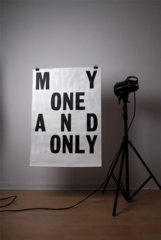 Siebdruck: Plakativer Essen Plakat mit Backlight verändert die Worte von MY ONE AND ONLY auf MONEY MONEY MONEY AND MONEY
