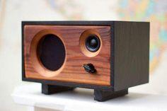 NEW Wood Desk Speaker Reclaimed Wood Wireless Bluetooth Wooden Speakers, Diy Speakers, Built In Speakers, Wireless Speakers, Bluetooth Gadgets, Portable Speakers, Buy Pallets, Rustic Desk, Modern Rustic