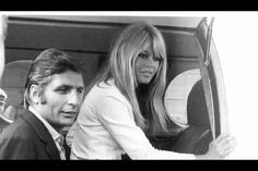 Gunter Sachs with wife, French actress Brigitte Bardot, in 1966 Bridget Bardot, Bardot Brigitte, Playboy, Paris Match, Always Smile, French Actress, Ex Husbands, Old Hollywood, Hollywood Fashion
