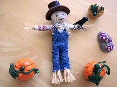 Super cute mini scarecrow by calixita