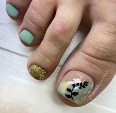 Feet Nails, Chic Nails, Toe Nail Designs, Toe Nail Art, Christmas Nail Art, Pretty Nails, Hair And Nails, Nail Pics, Nail Polish