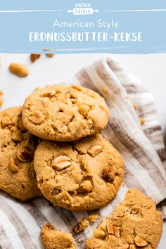Peanut Butter Cookies- Erdnussbutter-Kekse Peanut Butter Biscuits are made quick and easy! Healthy Cookie Recipes, Oatmeal Cookie Recipes, Chocolate Cookie Recipes, Peanut Butter Cookie Recipe, Sugar Cookies Recipe, Cupcake Recipes, Chocolate Chip Cookies, Chocolate Chips, Peanut Recipes