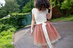 Hnědo-tělová+tylová+sukně+LUCKYskirt+Tylová+zavinovací+sukně+LUCKYskirt.+Sukýnky+se+dají+nosit+libovolným+způsobem,+do+pasu,+přes+boky,+prostě+nejlépe+tak,+jak+se+vní+nositelka+cítí+nejlépe...+Zvolený+vršek+podtrhne+celkový+dojem+a+to+buď+ve+stylu+společenském+či+vduchu+ležérního+outfitu.+Součástí+sukně+je+také+jednoduchá+polyesterová+spodnička+na+gumu....