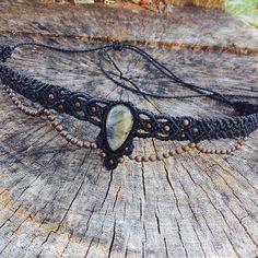 «Headband de macramê com Labradorita  Peça vendida • encomenda por direct ou wpp 06281657601 #artesanatobrasil #artesanato #macramê #macrame #florestart…»