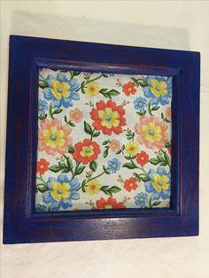 Bandeja azul artesanato trabalho manual estampa tecido flores decoração colorido.  Mais informações no Instagram: @coisi_nhas