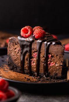 Chocolate Raspberry Cheesecake Chocolate Raspberry Cheesecake, Raspberry Cake, Chocolate Ganache, Chocolate Desserts, Cheesecake Strawberries, Easy Desserts, Delicious Desserts, Dessert Recipes, Yummy Treats