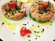 tartar de salmón, aguacate, salsa de soja sauce soja, ciboulette, saumon, huile d'olive, citron vert, avocat, poivre 5 baies, tomate cerise, sel
