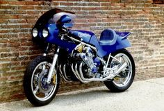 6-cylinder Honda cbx, from back in 1978. Incredible considering when it was made