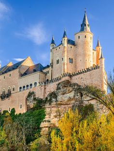 Snow White's castle <<< Alcázar of Segovia, Spain, Century Real Castles, Castles To Visit, Famous Castles, Beautiful Castles, Beautiful Buildings, Croatia Travel, Spain Travel, Thailand Travel, Bangkok Thailand