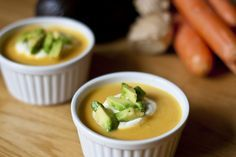 Möhren Ingwer Suppe mit Avocadostückchen