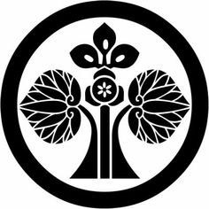 All about Japanese symbols such as Kamon. Every Japanese have own symbolic family crest. Japanese Icon, Japanese Symbol, Funky Tattoos, Japanese Family Crest, Wood Carving Designs, Embroidery Motifs, Crests, Tile Design, Craft Patterns
