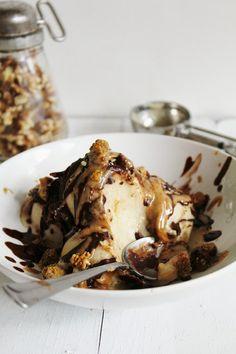 Healthy Banana Ice Cream Sundae with Chocolate Sauce #vegan