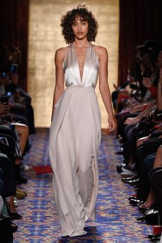 Brandon Maxwell Spring 2017 Ready-to-Wear Fashion Show Collection: See the complete Brandon Maxwell Spring 2017 Ready-to-Wear collection. Look 3 Fashion Week, Fashion 2017, Couture Fashion, Runway Fashion, High Fashion, Fashion Show, Fashion Dresses, Fashion Design, Paris Fashion