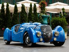 FrenchSpeed 1937 Peugeot 402 Darl'mat Special Sport Roadster ( via theimpeccablydressedmrbwooster ) Retro Cars, Vintage Cars, Antique Cars, Convertible, Psa Peugeot Citroen, Automobile, Roadster, Cute Cars, Sexy Cars