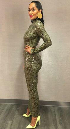 Tracee Ellis Ross is also a CURVE queen and slays bodycon dr.- Tracee Ellis Ross is also a CURVE queen and slays bodycon dresses with seemingly no effort. Black Women Fashion, Look Fashion, Fashion Outfits, Womens Fashion, Black Women Style, Fashion Clothes, 50 Fashion, Fashion 2018, Fashion Styles