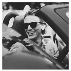 Jamie Campbell Bower and love Bild