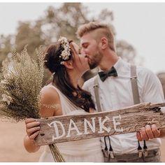 Zur Danksagung nach der Hochzeit verschickt man am besten persönliche Dankeskarten an die Hochzeitsgäste. Die besten Tipps dazu findet Ihr hier. Polaroid Foto, Couple Photos, Couples, Wedding Dresses, Instagram, Polaroid Pictures, Group Pictures, Thanks Card, Card Wedding