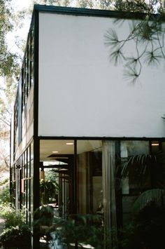 Case Study House #8 / Eames House / Charles and Ray Eames / 1949 / Included in 2006 on US's National Register of Historic Places