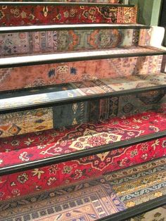 Mix of Persian carpet designs on the stairs bohemian house design interior design ideas design and decoration Deco Boheme, Bohemian Print, Bohemian Design, Bohemian Style, Boho Chic, Stairway To Heaven, Carpet Design, Home And Deco, Persian Carpet